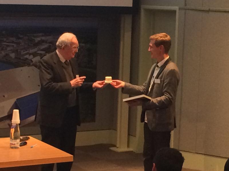Sir John Meurig Thomas presenting the JMT medal at the UK Catalysis Hub conference in 2016